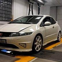 - Honda civic Type R FN2 se sportovníma brzdama od XYZ racing
